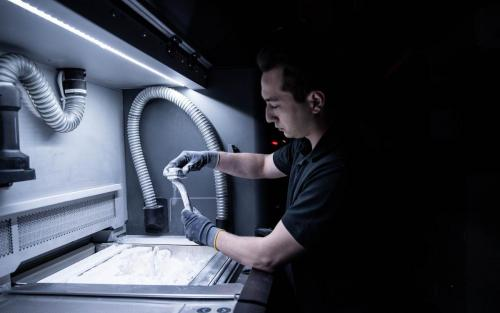 3D-Druck Daimler Buses Additive Fertigung Aftersales Ersatzteile Kunststoff Metall Putzen Säubern Sand