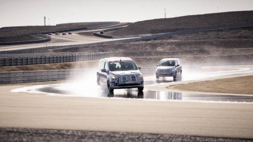 Mercedes Citan Eventbegleitung Teststrecke Fahraufnahme Fahrdynamik Regen