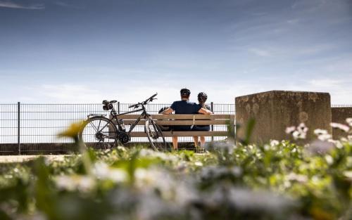 Fahrradfahren Landkreis Neu-Ulm Elchingen Paar Tourismus Freizeit Urlaub