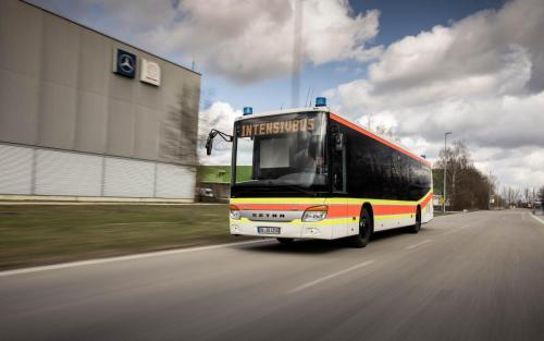 Setra, DRK, Intensivtransportwagen, Bus, Fahraufnahme, Business, Car2Car, Dynamik