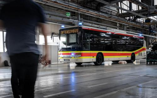 Setra, DRK, Intensivtransportwagen, Bus, Fabrik, Werk Neu-Ulm, Halle, Industrie, Blaulicht