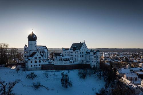 Illertissen, Vöhlinschloss, Neu-Ulm, Landkreis, Drohne, Winter, Panorama, Luftaufnahme, Tourismus
