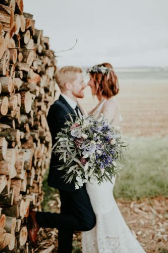 Hochzeitsfotograf Ulm Lonsee VW Käfer Brautpaarshooting Holz Landschaft Look Boho