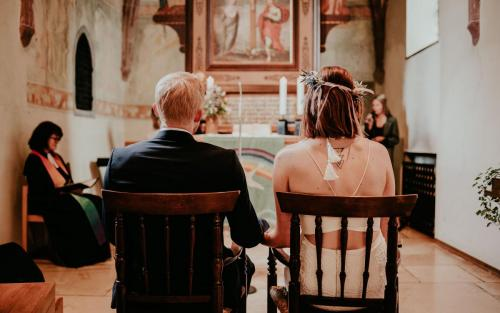 Hochzeitsfotograf Ulm Lonsee Kirche Trauung Ettlenschiess Boho