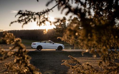Mercedes-AMG C63 Cabrio Fotoshooting Natur V8 weiss Ulm Schwäbische Alb Autofotograf Sonnenuntergang Landschaft Hausen Schelklingen