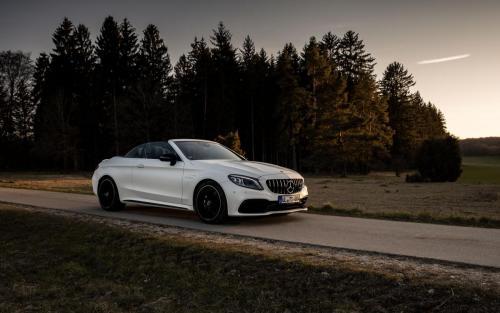 Mercedes-AMG C63 Cabrio Fotoshooting Natur V8 weiss Ulm Schwäbische Alb Autofotograf Sonnenuntergang Landschaft Front Feldweg Cruiser